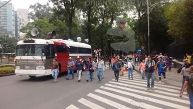 Marcha de la CNTE  por Paseo de la Reforma rumbo a Los Pinos