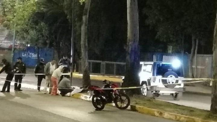 En la Gustavo A. Madero motociclista se estrella contra un árbol