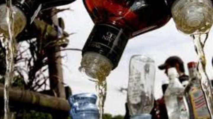 En la india hay más de 100 muertos por ingerir alcohol adulterado