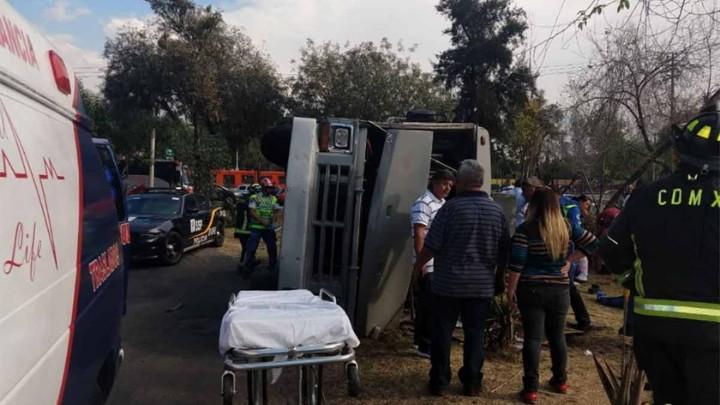Microbús volcó en la alcaldía Gustavo A. Madero; hay 14 lesionados
