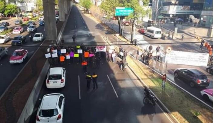 Bomberos bloquean avenidas en la Ciudad de México