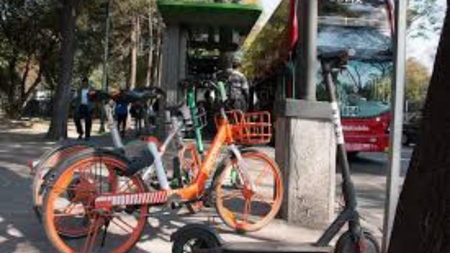 Vehículos sin anclaje, entre bicicletas y monopatines fueron llevados al corralón