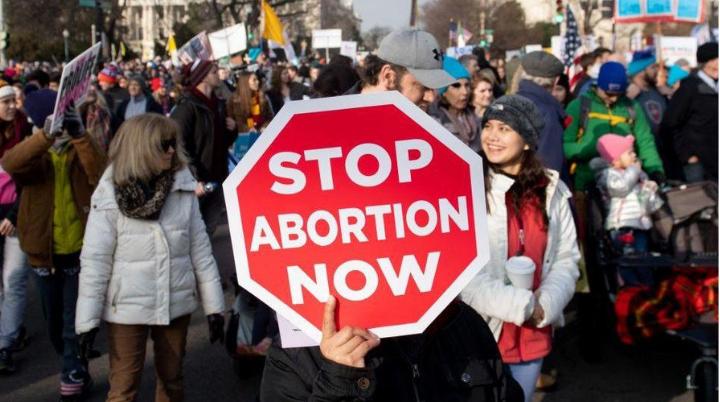 Senado de Alabama prohíbe el aborto; incluso en casos de violación e incesto
