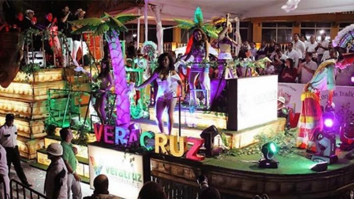 Ofrecerán taxis gratis para asistentes alcoholizados durante carnaval de Veracruz