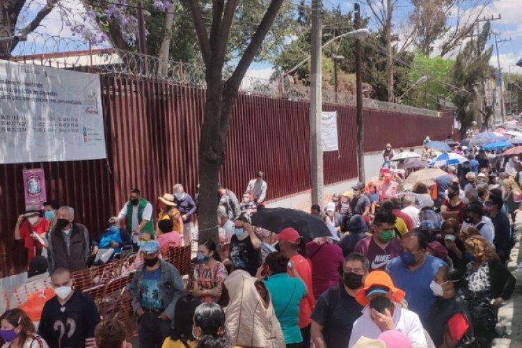 Caos y filas kilométricas por vacunación en Iztapalapa y GAM