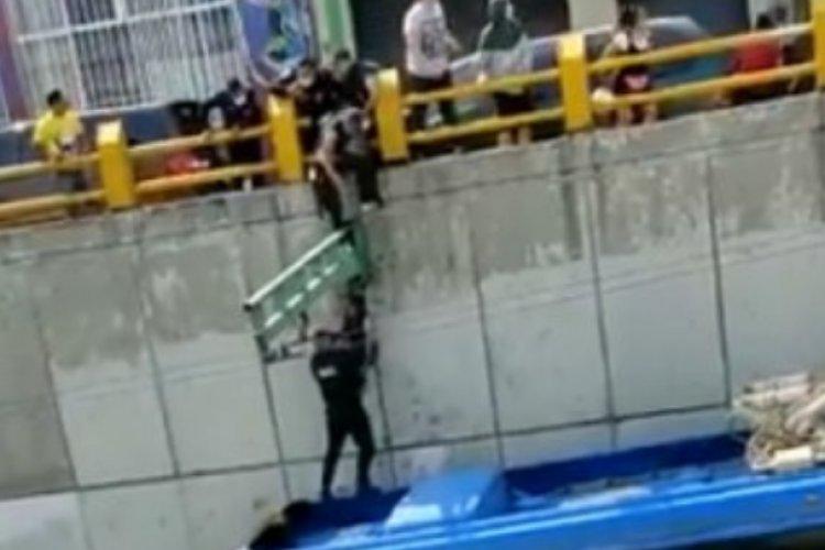 Mujer intenta suicidarse en poste de Eje Central