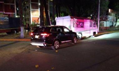 Acribillan a hombre a bordo de camioneta en Tlalnepantla