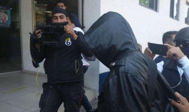 Adolescente que acusó de abuso sexual a Saúl Huerta comparece en FGJ-CDMX