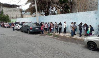 Reportan largas filas para recibir vacuna anticovid en Ecatepec