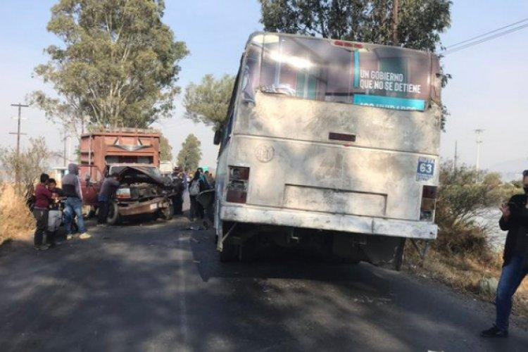 Choca autobús en la carretera Chalco-Tláhuac; hay siete heridos