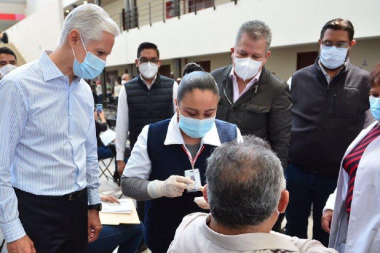 Supervisa Alfredo Del Mazo aplicación de vacuna a profesores mexiquenses
