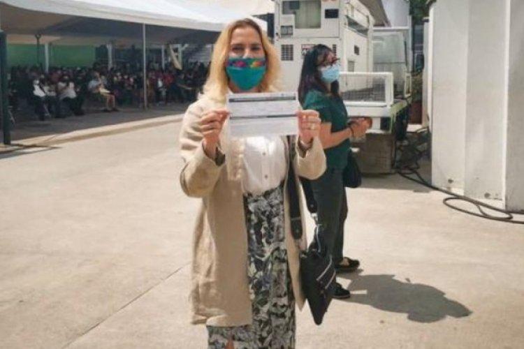 Beatriz Gutiérrez Müller recibe vacuna contra Covid-19