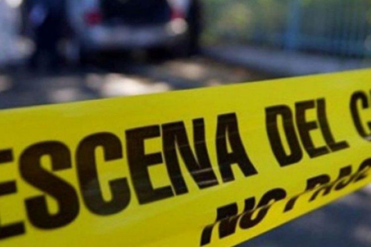 Encuentran cadáver embolsado dentro de vehículo en Tecámac