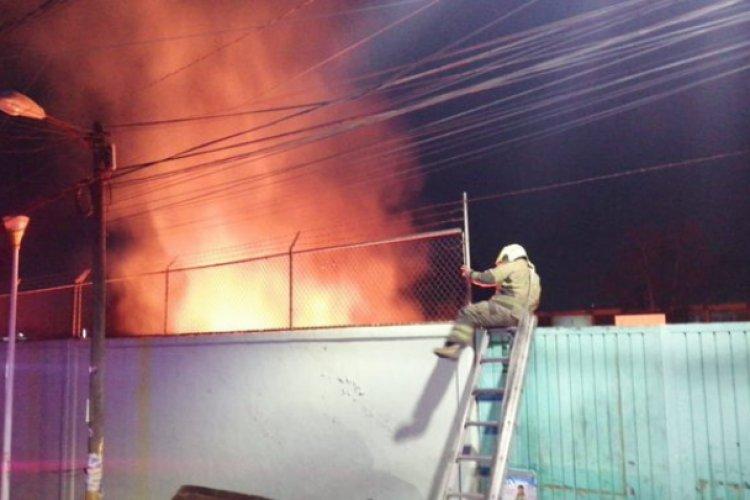 ¡Alerta! se incendia escuela secundaria en Nezahualcóyotl