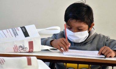 Suman tres estudiantes infectados con COVID-19 tras regreso a las aulas en CDMX