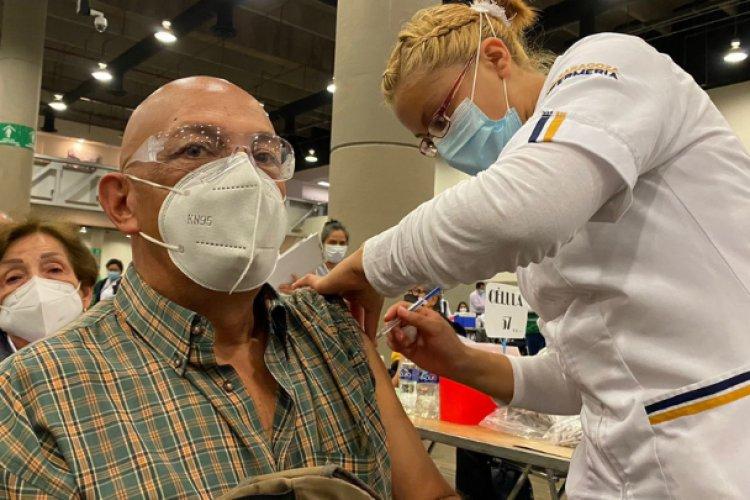 Habilitan WTC como módulo de vacunación para adultos mayores en CDMX