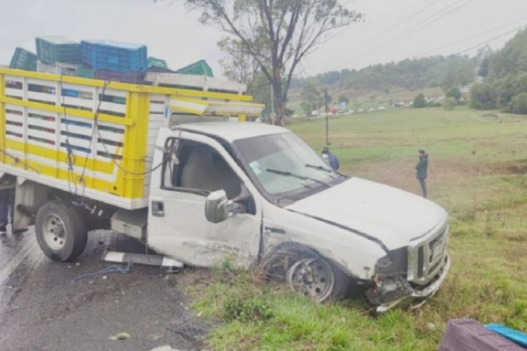 Choque entre camioneta y Taxi en Villa Victoria deja siete heridos