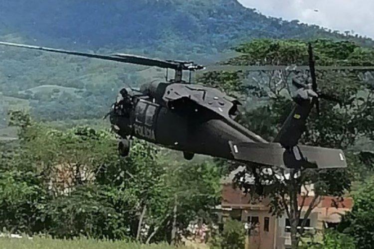 Atentan contra helicóptero en el que viajaba el presidente de Colombia
