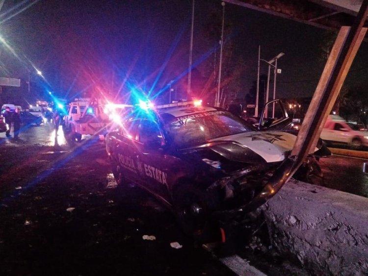 Policías estatales quedan prensados tras fuerte accidente en Tlalnepantla