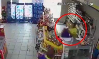 Mujer da golpiza a cajera que le pidió usar cubrebocas, en Veracruz