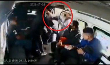 Intentan escapar de asalto a combi en Naucalpan, pero los reprimen violentamente