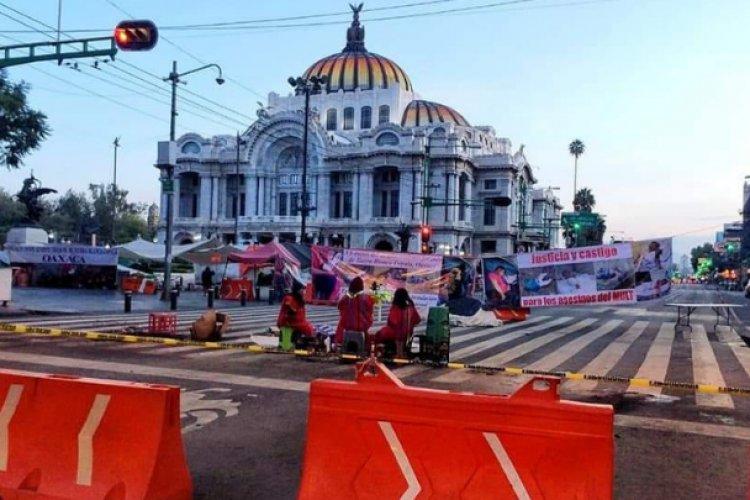 Comunidad triqui de Oaxaca bloquea Eje Central; piden cese de violencia