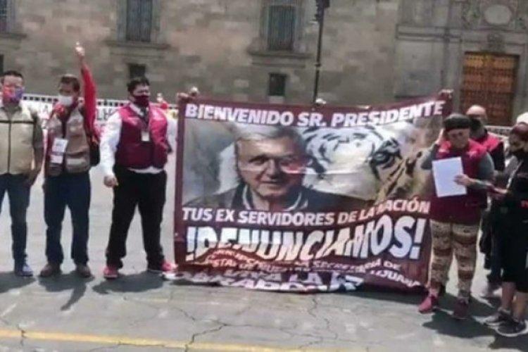 Servidores de la nación se revelan con protesta en Palacio Nacional