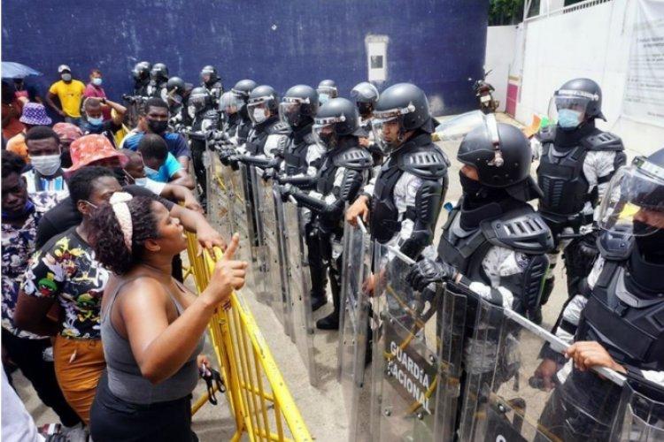 Protestan migrantes en Tapachula; exigen agilizar tramites de refugio