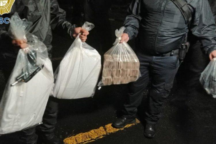 Caen presuntos militares con armas y tres millones de pesos en Polanco