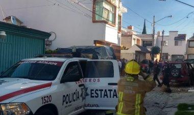 Explota bomba afuera de casa en Puebla