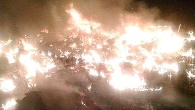 En llamas tiradero en bordo de Xochiaca