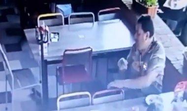 Sujeto roba la cuenta de mesa en restaurante