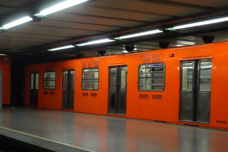 Hombre se arroja a las vías del Metro en Línea 7