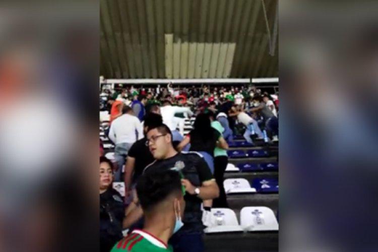 Se desata lucha campal en el Estadio Azteca